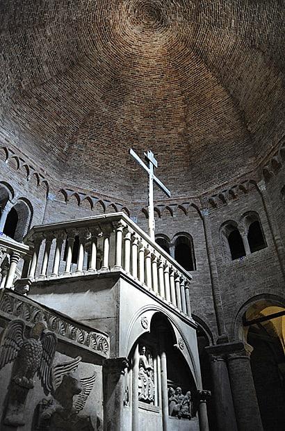 Basilica del Sepolcro, Santo Stefano