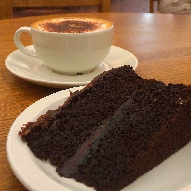 After all those stairs, I think I've earned this #chocolatefudgecake #stPauls #London