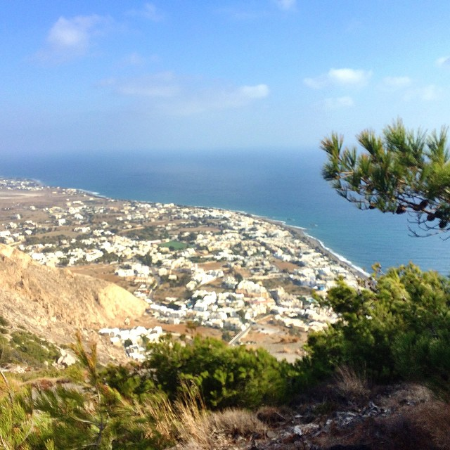 Today I climbed a mountain to see ancient Thera (OK, Strictly speaking I got the bus most of the way up but I did climb back down)