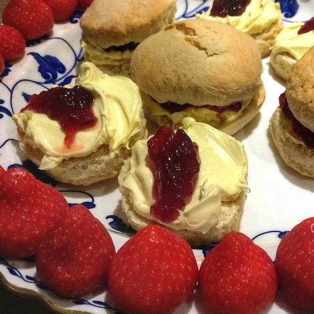 Thanks too for the scrumptious cream tea at Secret Cottage @CottageTour #Cotswolds #England Read more http://travelwithkat.com/2014/11/28/cotswolds-tour-from-london/