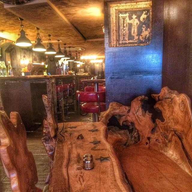 Love the furniture at this new bar and grill in #highbarnet @gunsandsmokeuk @gunsandsmoke Hope the foods as good!