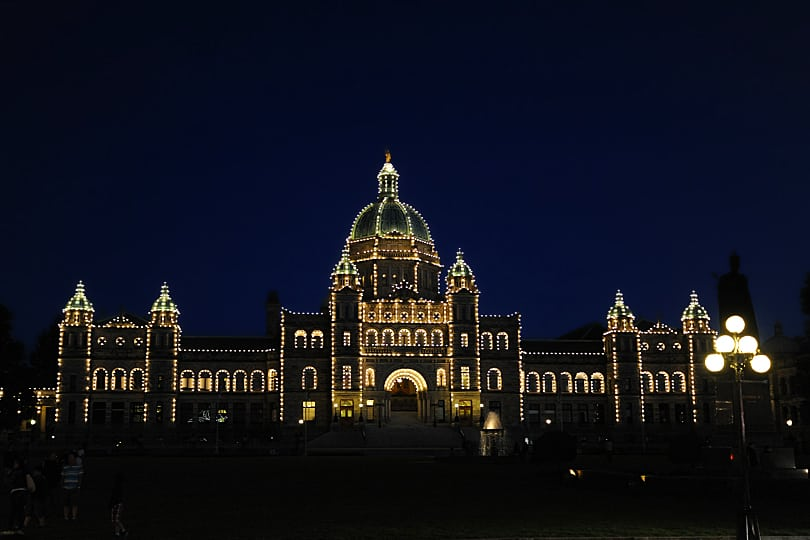 British Columbia Parliament by night , Victoria, British Columbia
