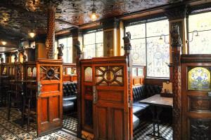 The Crown Liquer Saloon, Belfast