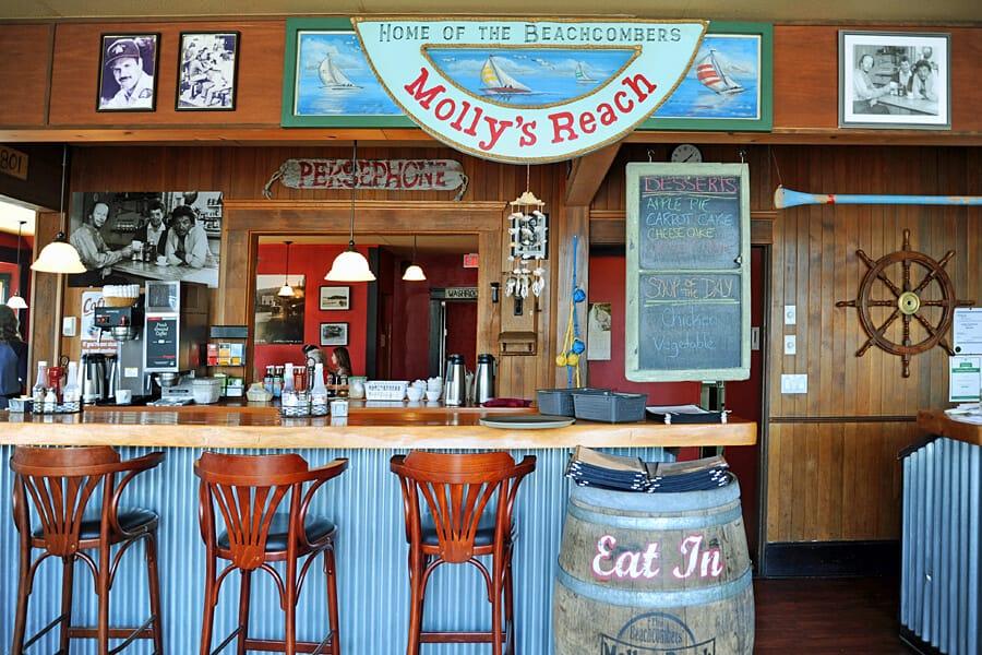 Mollys Reach Restaurant, Gibsons