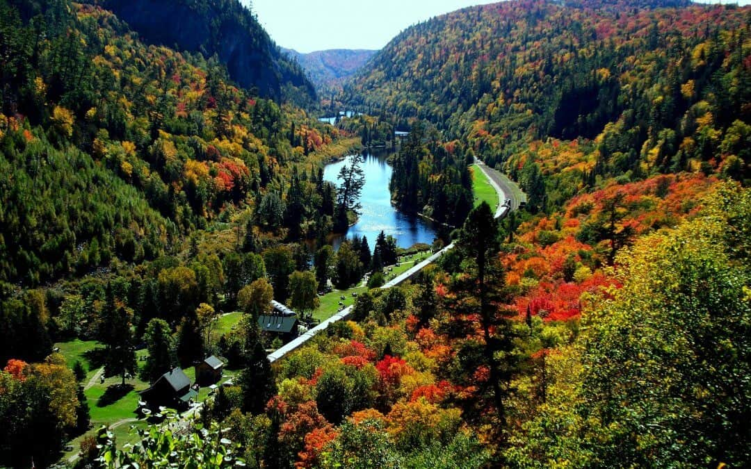 Visit Canada - Agawa Canyon Tours - Why visit Canda in the Autumn
