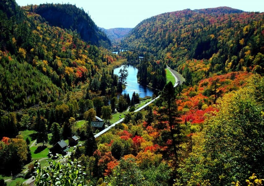 October holidays | Visit Canada - Agawa Canyon Tours - Why visit Canda in the Autumn