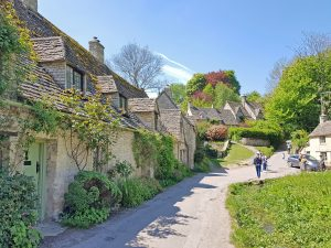The picturesque row of Cotswold cottages