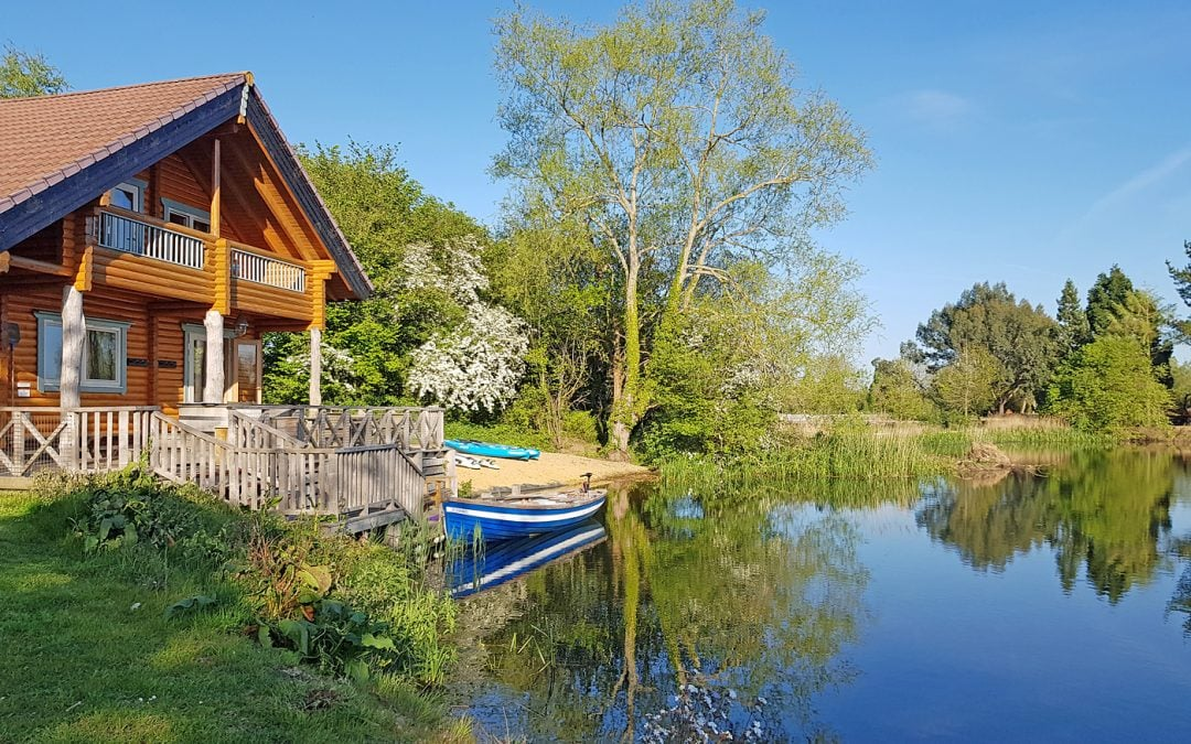 Hot tubs and lake views | The perfect log cabin in the Cotswolds