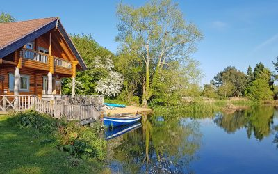 Lakeside log cabins with hot tubs in the Cotswolds