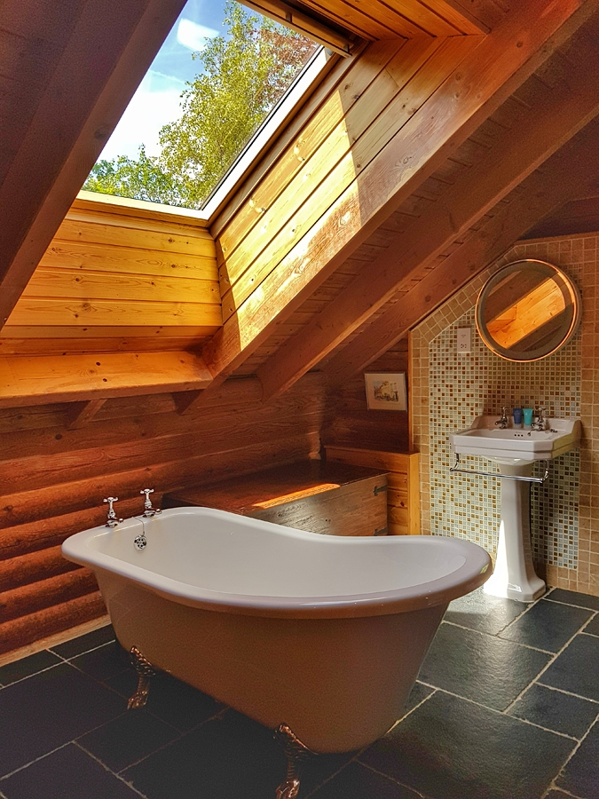 Stunning bathroom in one of eight lodges with hot tubs in the Cotswolds at Log House holidays