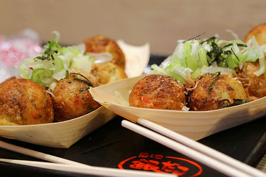 Round balls of takoyaki