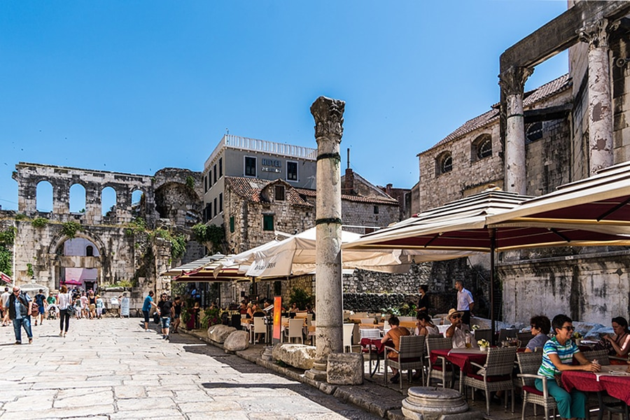 The pavement cafes of Split - tourist guide to Croatia